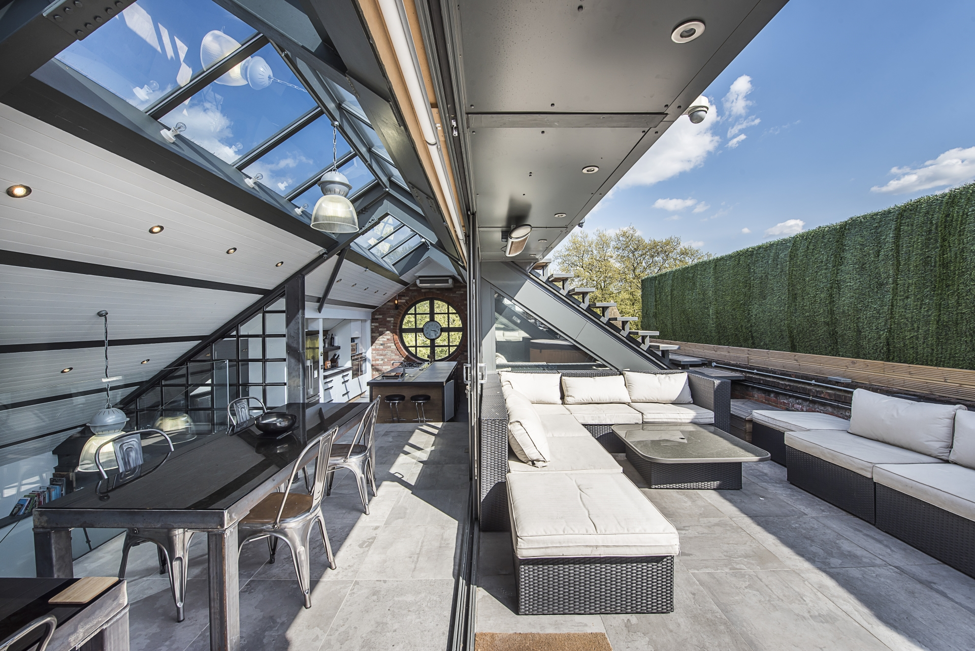 Penthouse in converted Victorian iron works in the Shoreditch neighborhood of London (OS)[600×400]