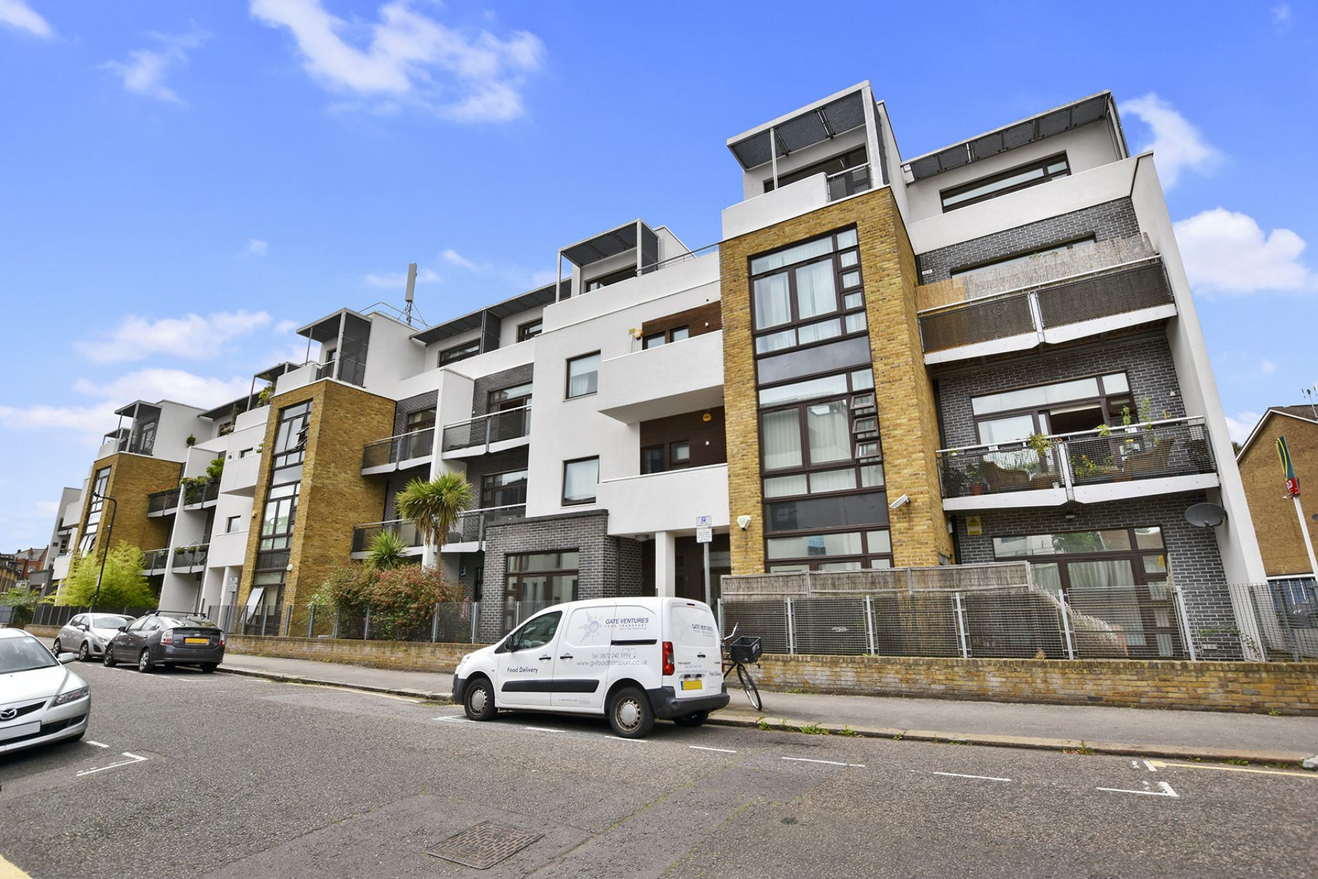 4 bedroom  Flat to rent in London NW6