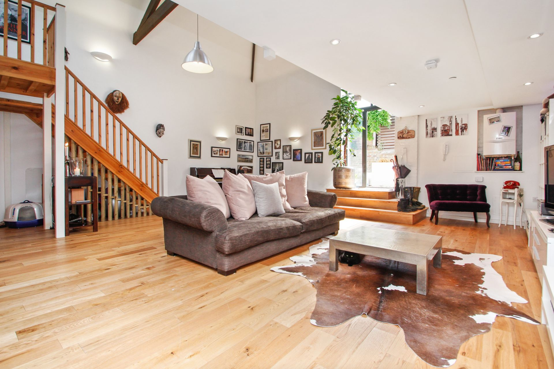 2 bedroom  Mews house to rent in London NW6